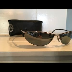 Men's Ray-Ban Polarized Sunglasses Silver Frames.